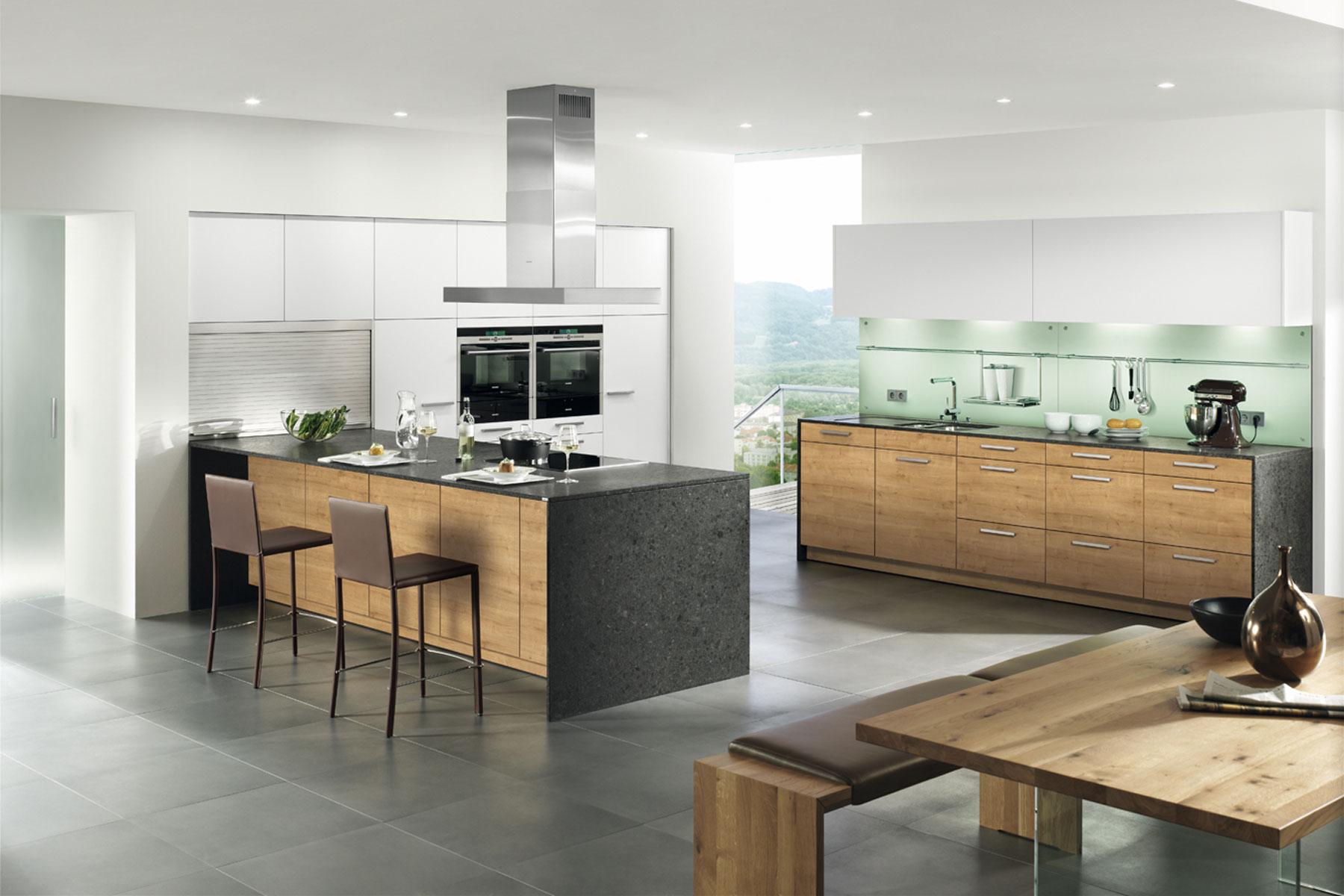 leicht kchen erfahrungen die palette stammt von le corbusier bei leicht kchen setzt man auf. Black Bedroom Furniture Sets. Home Design Ideas